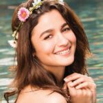 Oh Alia Bhatt! We are head over heels in LOVE with your sophisticated festive style play!